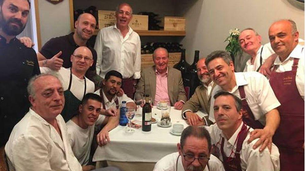 Foto: Don Juan Carlos en el restaurante De La Riva. (Instagram: @restaurantedelariva)