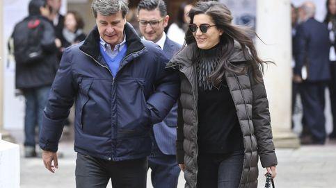 Cayetano Martínez de Irujo y su joven novia, inseparables también en Oviedo