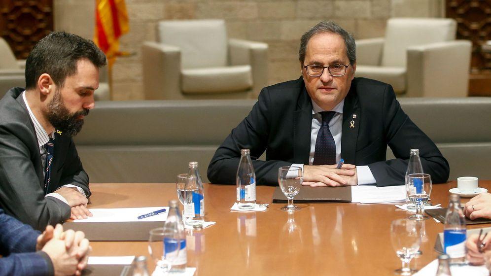 Foto: El presidente del Parlament, Roger Torrent, y el de la Generalitat, Quim Torra. (EFE)