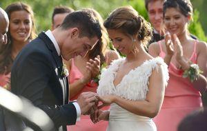 El piloto Aleix Espargaró le da el 'sí, quiero' a su novia de toda la vida
