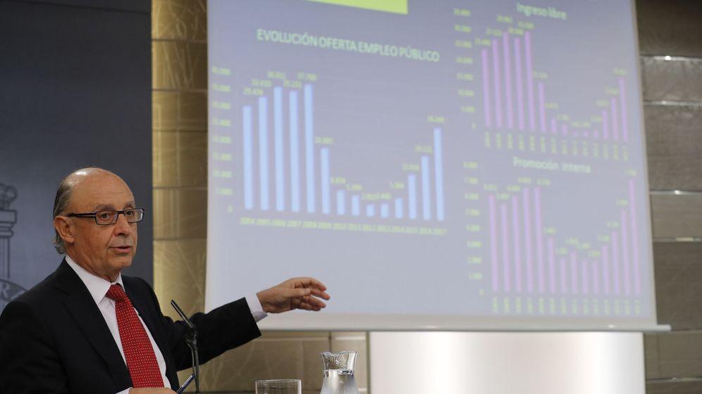Foto: El ministro de Hacienda, Cristóbal Montoro, en el último Consejo de Ministros. (EFE)