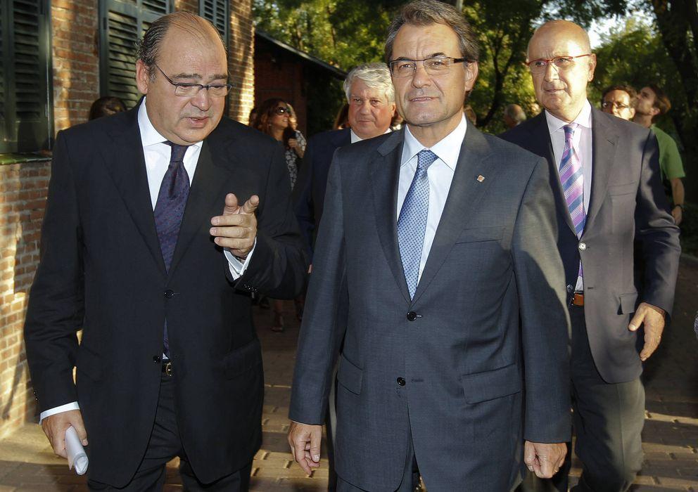 Foto: El presidente de la Generalitat, Artur Mas (d), junto al exdelegado de la Generalitat en Madrid, Jordi Casas (Efe).