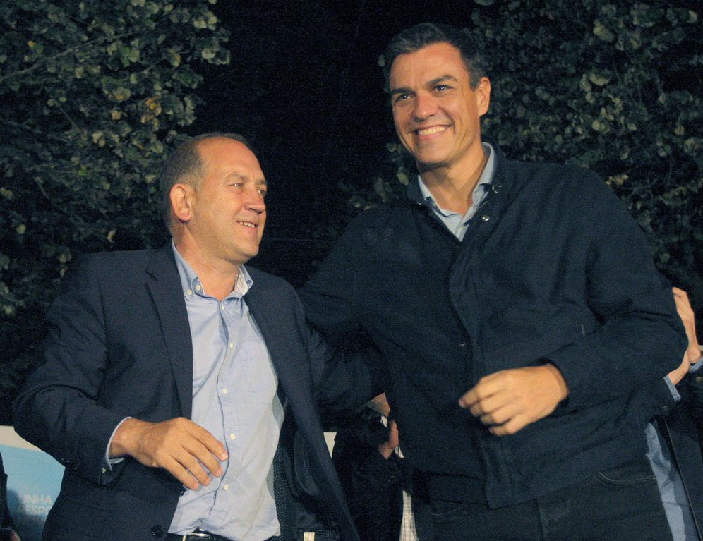 Foto: Pedro Sánchez y el candidato socialista a la Xunta, Xoaquín Fernández Leiceaga, este 23 de septiembre. (EFE)