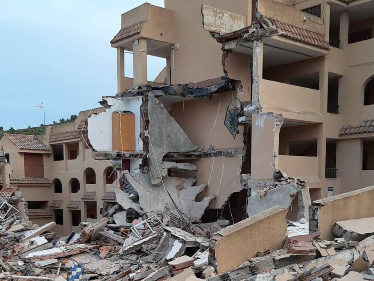 Foto: Derrumbe parcial de un edificio de tres plantas en la urbanización Font Nova, en Peñíscola. (Guardia Civil)