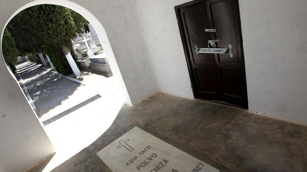 Foto: Puerta de la capilla del cementerio de Villa de Don Fadrique, Toledo. (EFE)