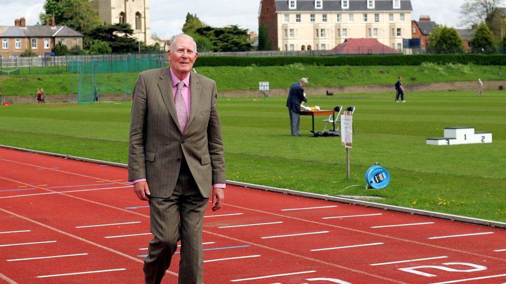 Foto: Roger Bannister, en la pista en la que logró el récord. (Reuters)