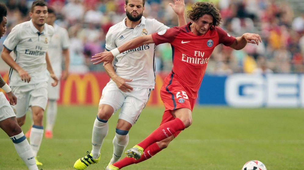 Foto: Rabiot ante Nacho, durante el Real Madrid-PSG jugado en Ohio. (EFE)