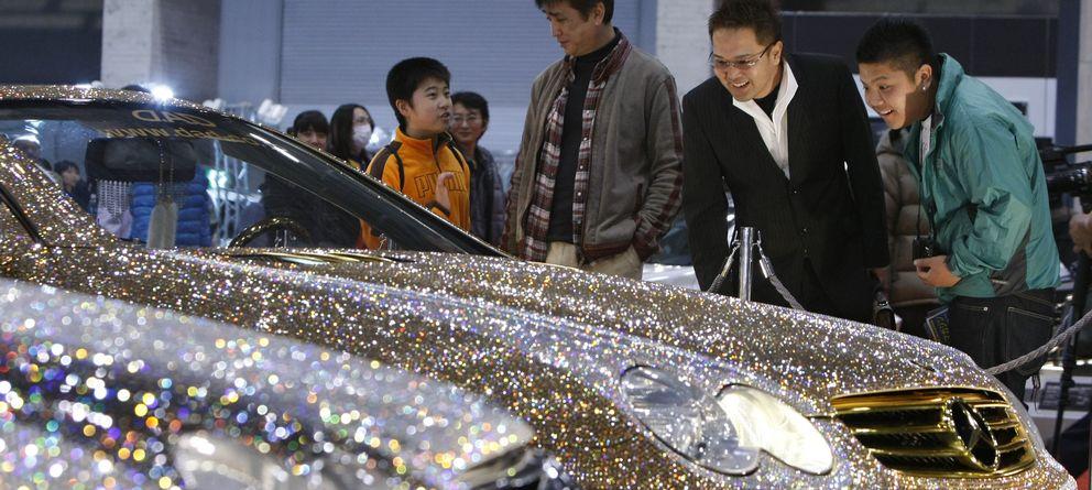 Foto: Los coches de lujo se encuentran entre las grandes debilidades de los multimillonarios. (Efe)