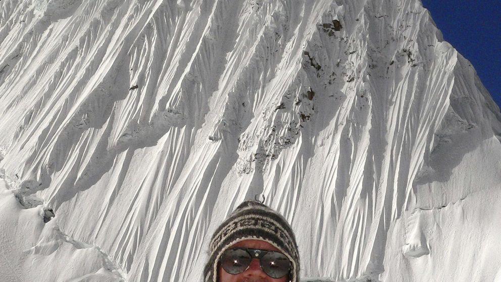 Asustado, con botas y frontal, así pasó la última noche un español en el Everest
