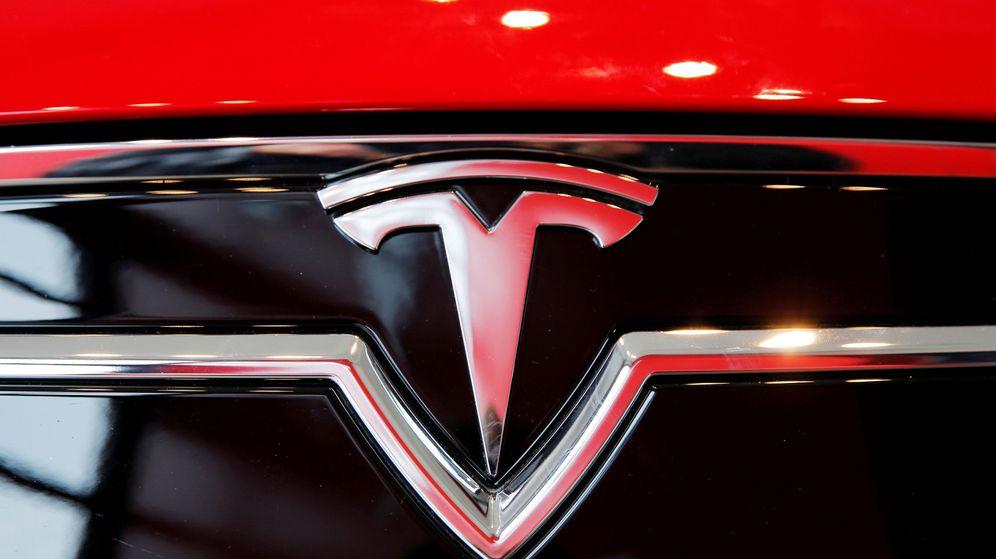 Foto: Logotipo de Tesla (Reuters)