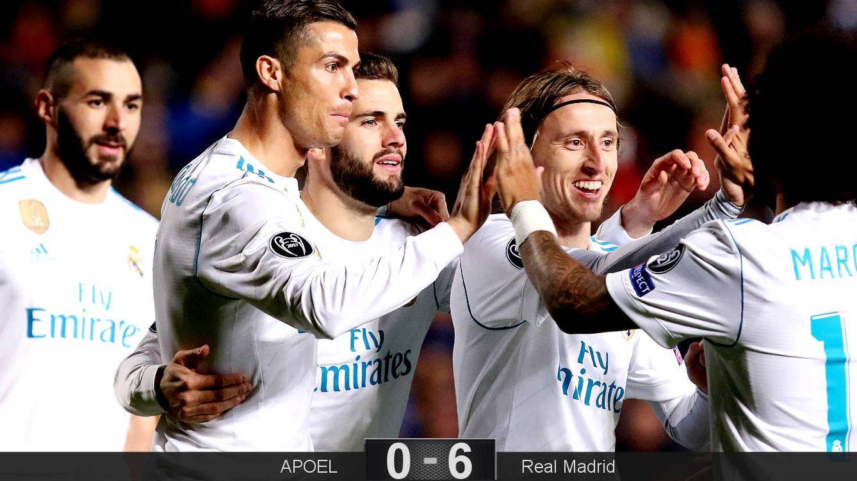 Foto: Los cuatro goleadores del Real Madrid celebran con Marcelo. (EFE)
