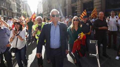 Mario Vargas Llosa recorre las calles de Barcelona sin Isabel Preysler