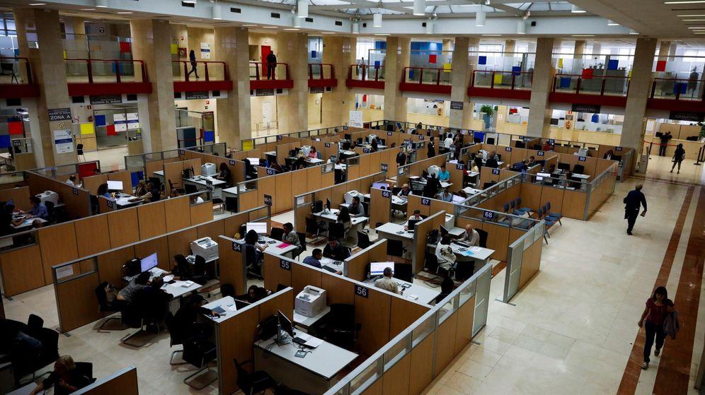 Foto: Vista de la sede de la Delegación Especial de la Agencia Tributaria en Madrid. (EFE)