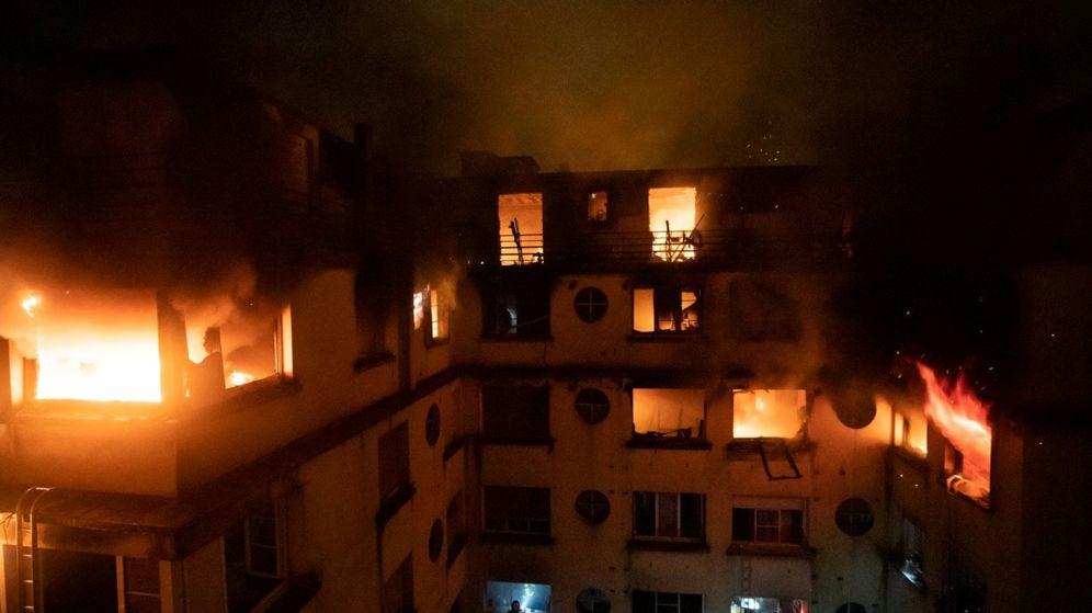 Foto: Imagen del edificio envuelto en llamas en París. (Reuters)
