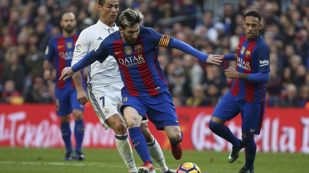 Foto: Imagen del Clásico disputado en el Camp Nou en la primera vuelta. (Reuters)