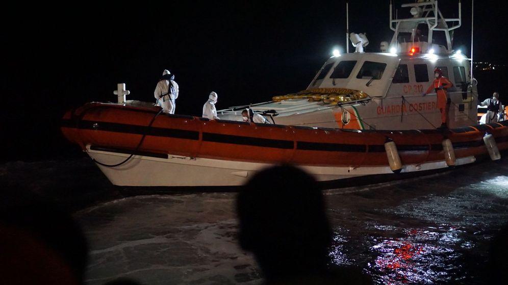 Foto: Embarcación de la Guardia Costera. (EFE)
