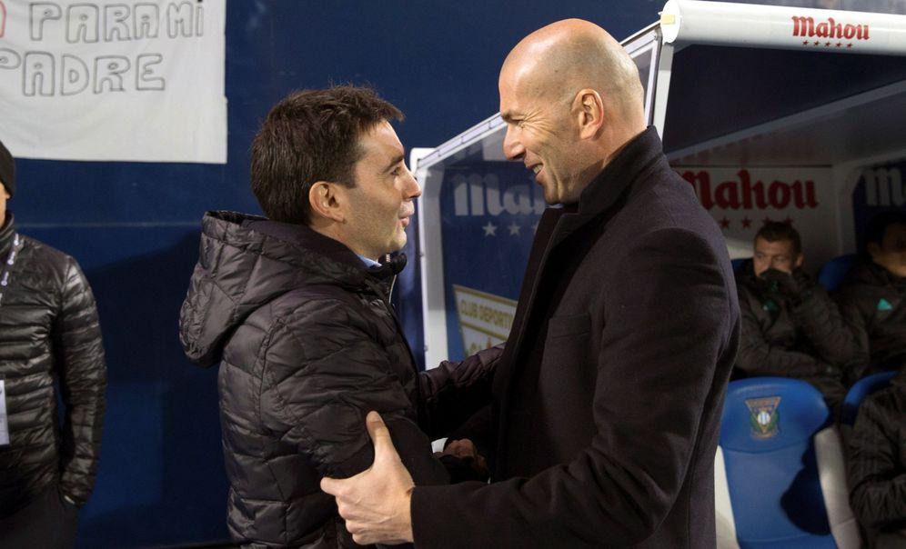 Foto: Garitano y Zidane se saludan en el Leganés-Real Madrid de Copa. (EFE)