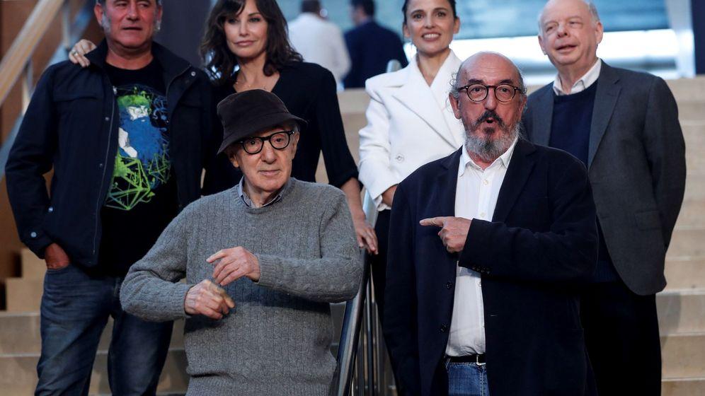 Foto: Woody Allen, junto a Jaume Roures en San Sebastián. (EFE)