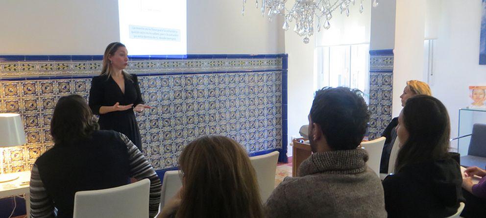 Foto: Lucía Barrachina, durante una charla.