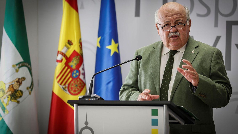 Mil casos al día: Andalucía limita bodas, cierra playas y los pueblos se 'autoconfinan'