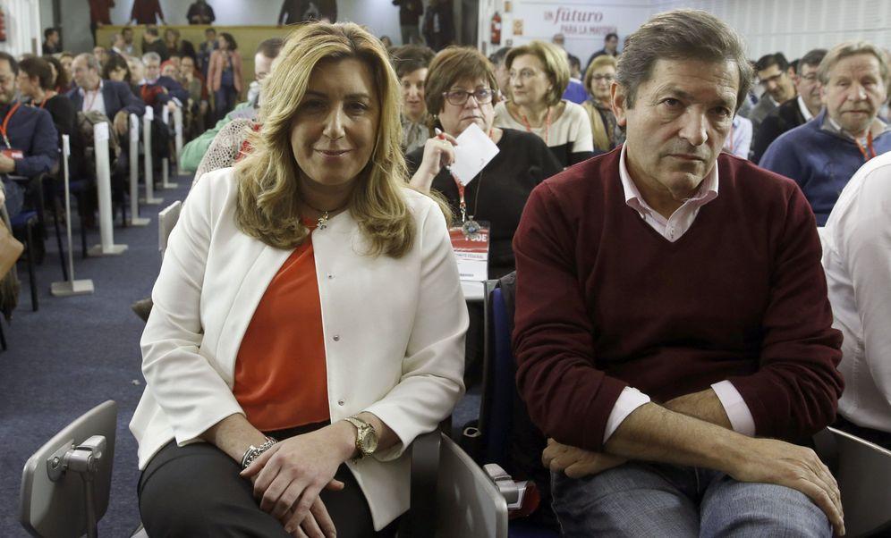 Foto: Los presidentes de Andalucía y de Asturias, Susana Díaz y Javier Fernández, durante el comité federal del 28 de diciembre de 2015. (EFE)