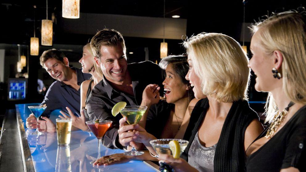 Las 10 conversaciones de bar que más vas a escuchar estos días