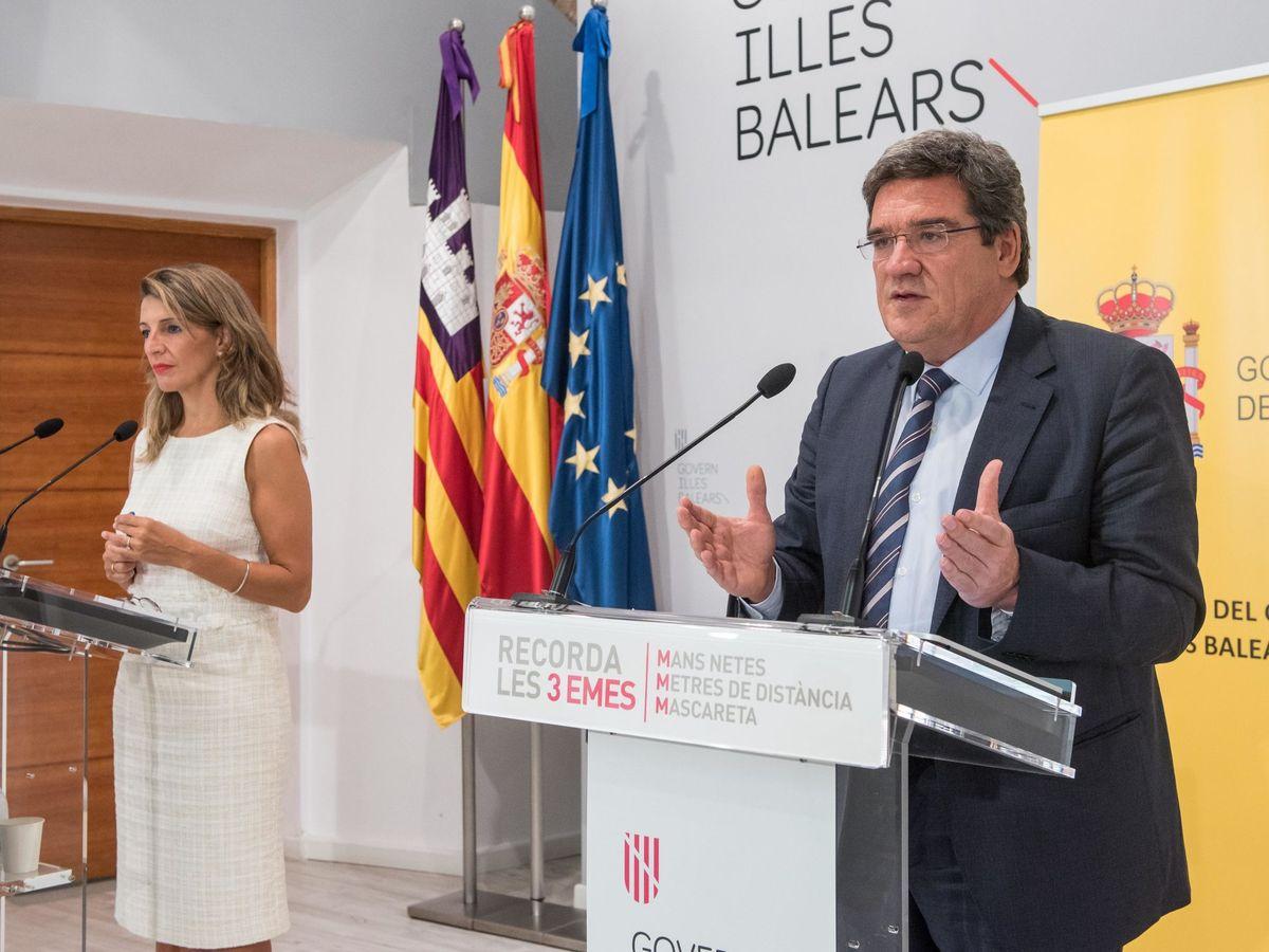 Foto: Los ministros de Trabajo, Yolanda Díaz, y de Seguridad Social, José Luis Escrivá. (EFE)