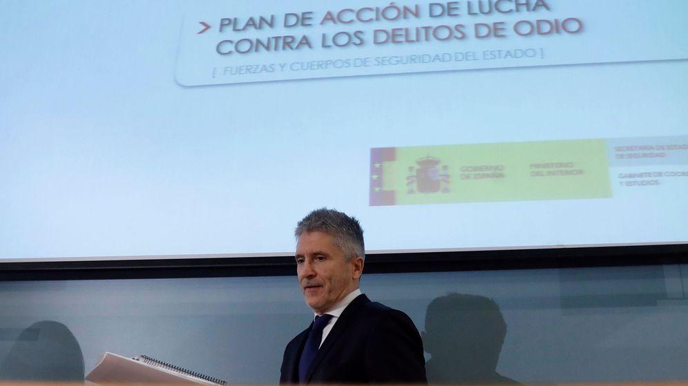 Foto: El ministro del Interior, Fernando Grande-Marlaska, durante la presentación del plan de acción contra los delitos de odio (Efe)
