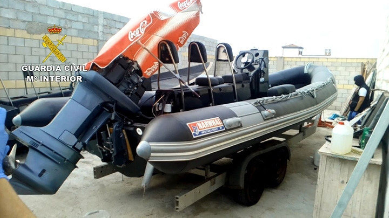 Una de las embarcaciones requisadas en la zona. (EFE)