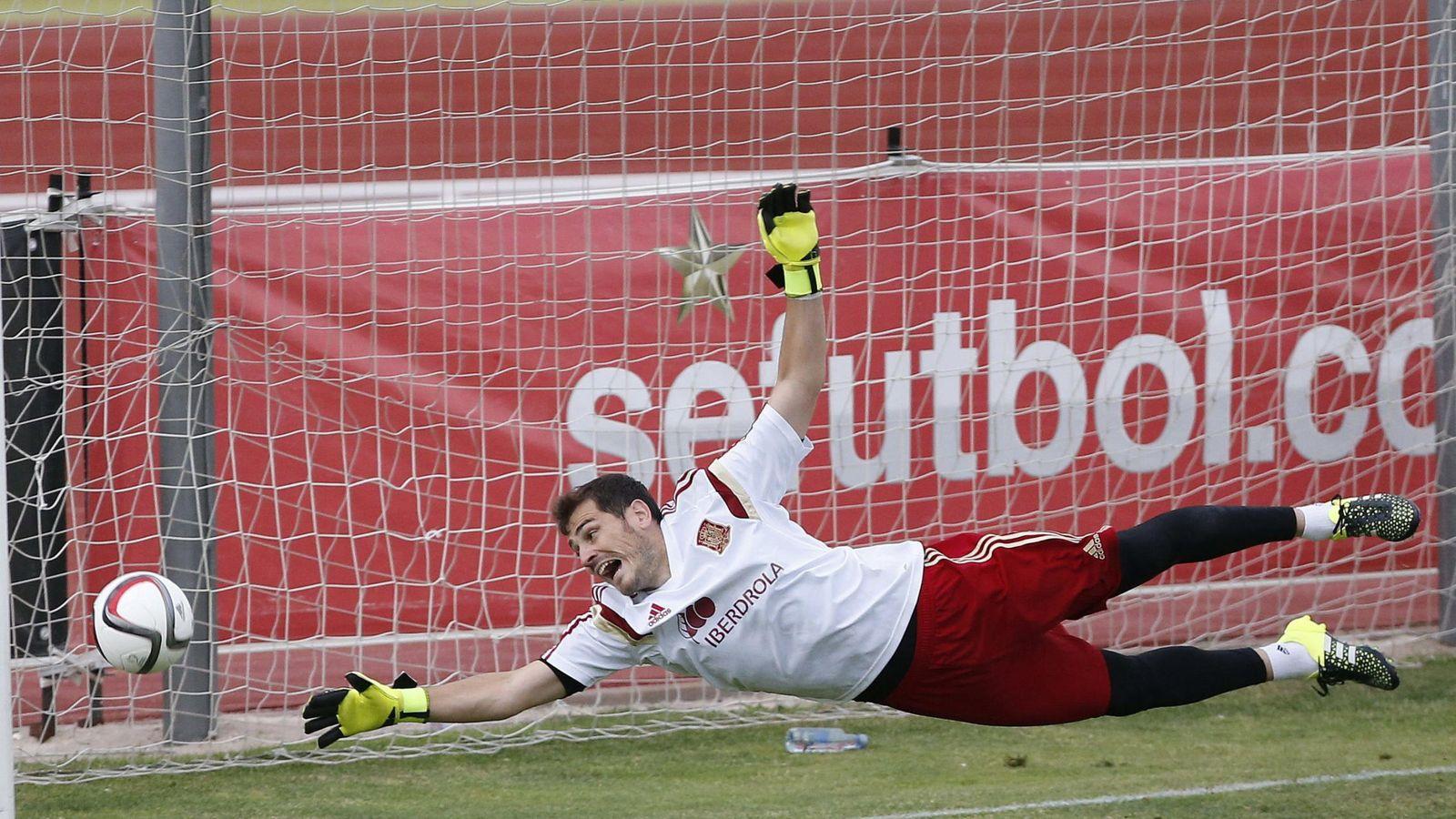 Foto: Casillas, el pasado martes en un entrenamiento con la selección española en Las Rozas (EFE)