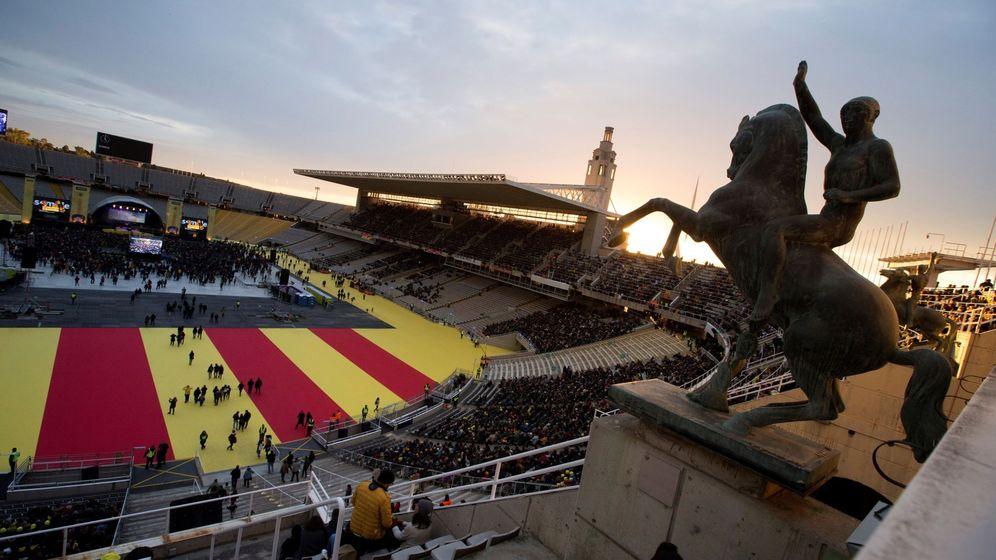 Foto: Vista general del estadio antes de empezar el concierto por la libertad de los presos políticos en Barcelona. (EFE)