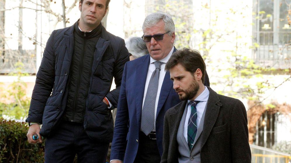 Foto: El comisario Carlos Salamanca al entrar en la Audiencia Nacional el pasado 5 de abril. (EFE)