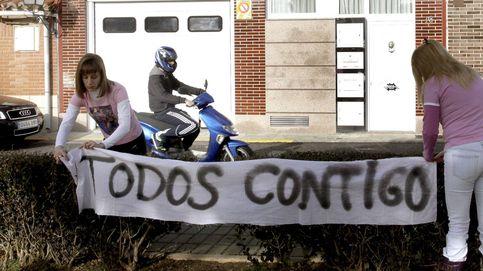 El PSOE denuncia pancartas rajadas y tapadas por apoyos a Marta Domínguez