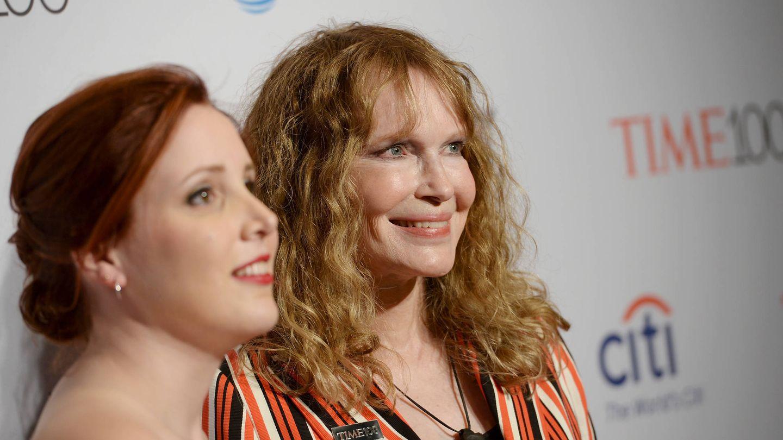 Dylan y Mia Farrow. (Getty)