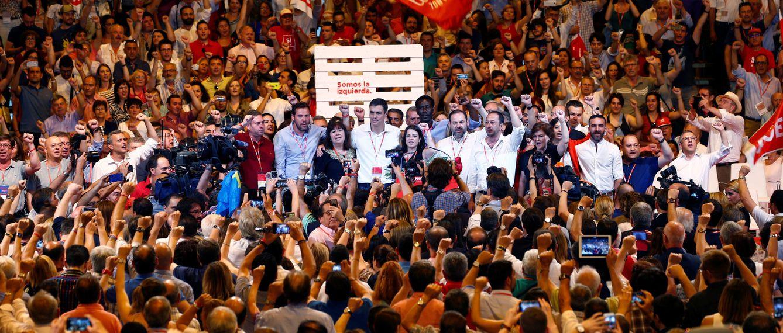 Foto: Pedro Sánchez y su nueva ejecutiva, en la clausura del 39º Congreso Federal del PSOE, el pasado 18 de junio en el pabellón 3 de Ifema de Madrid. (Reuters)