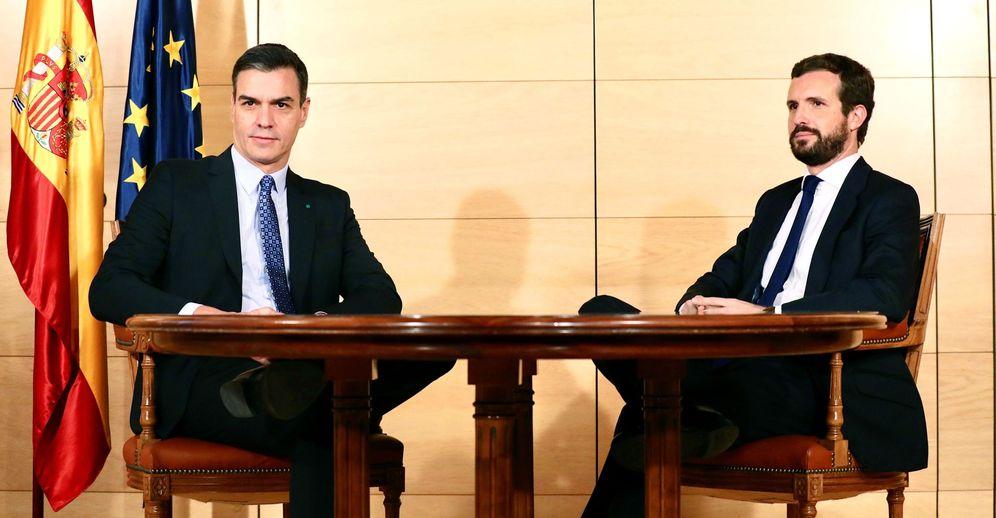 Foto: Sánchez y Casado, en su última reunión el 16 de diciembre en el Congreso durante la ronda de investidura. Efeado para hablar de la investidura