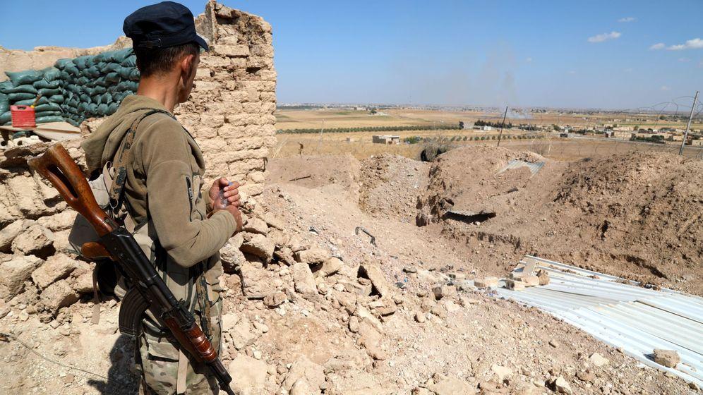 Foto: Un guerrero de las SDF en el norte de Siria. (EFE)