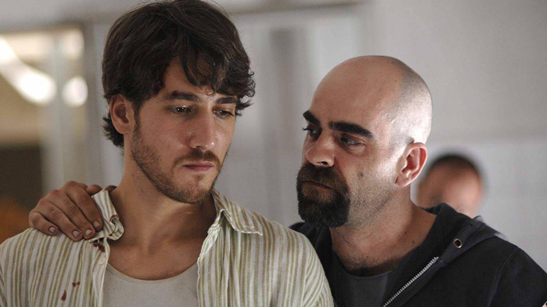 Alberto Ammann, con Luis Tosar en 'Celda 211'. (Paramount)