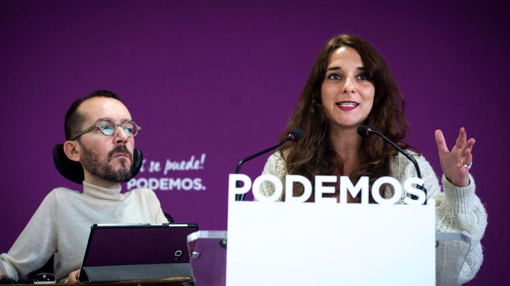 Foto: La portavoz del Consejo de Coordinación del partido, Noelia Vera, y el secretario de Organización de Podemos, Pablo Echenique, durante una rueda de prensa en la sede de Podemos. (EFE)
