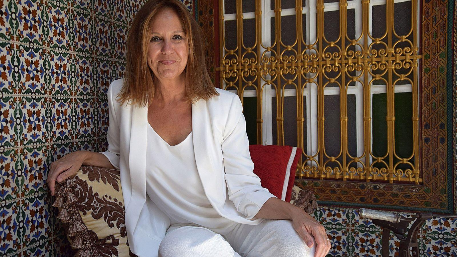 Foto: María Dueñas en Tánger, escenario de su novela. (EFE)
