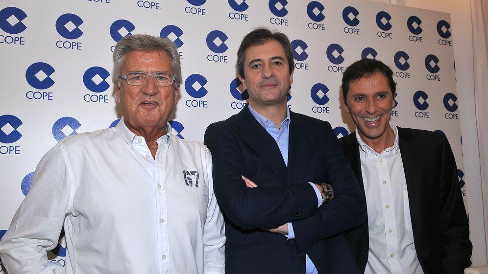 Foto: Los periodistas Paco González (d), Manolo Lama (c) y Pepe Domingo Castaño, en una imagen de archivo. (I. C.)