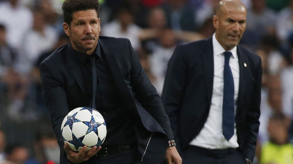 Foto: Simeone y Zidane, durante un derbi entre Atlético y Real Madrid. (Reuters)