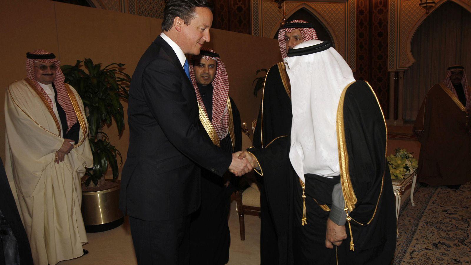 Foto: El primer ministro David Cameron junto al príncipe Nayef durante una vista del 'premier' a Riad, Arabia Saudí, el 13 de enero de 2012 (Reuters).