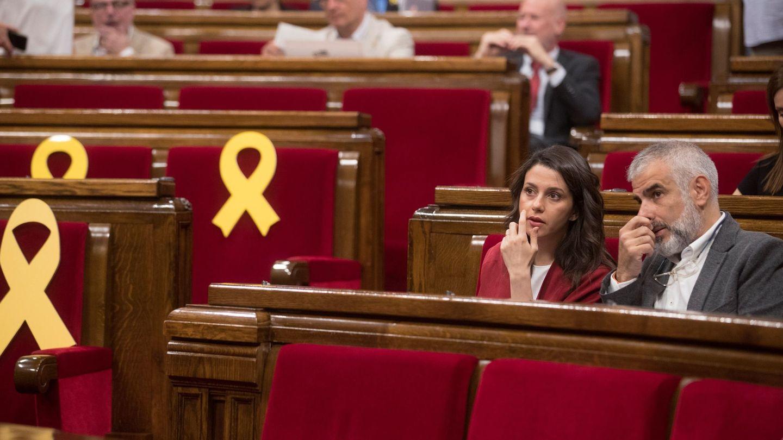 La líder de Ciutadans, Inés Arrimadas junto a su compañero Carlos Carrizosa. (EFE)