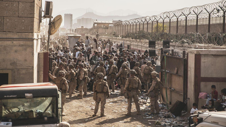 Foto: Tropas del ejército estadounidense en el aeropuerto de Kabul, el 21 de agosto. (EFE)