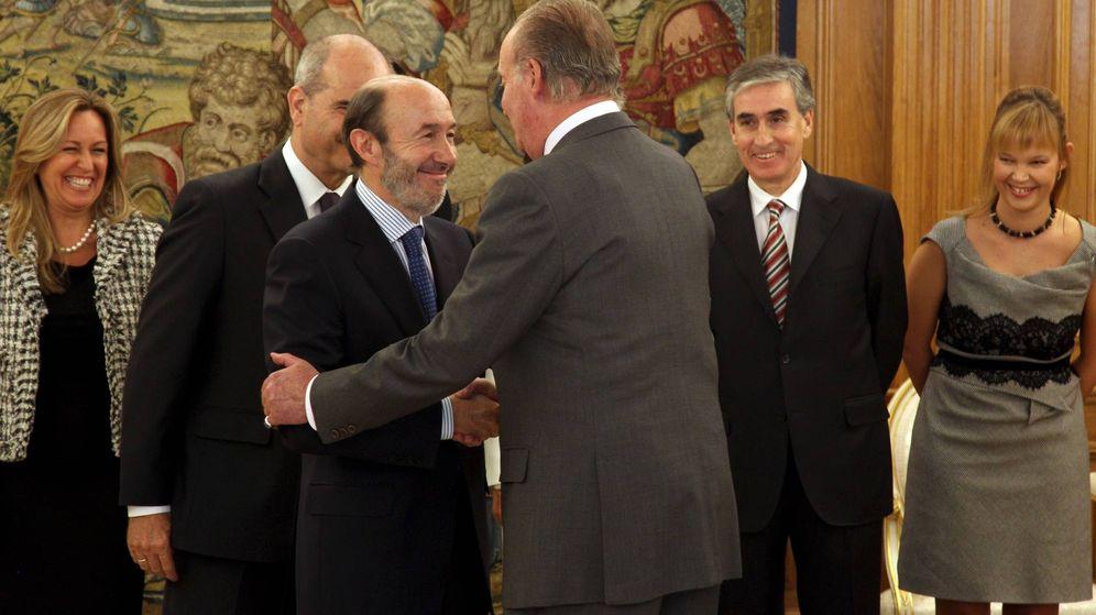 Foto: Rubalcaba junto al rey Juan Carlos en 2010. (Cordon Press)