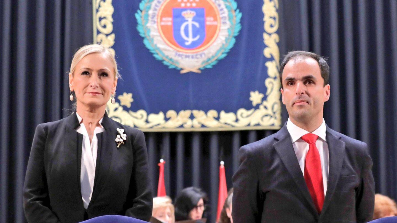 Cristina Cifuentes y Javier Rodríguez, en la toma de posesión de este como rector de la URJC.