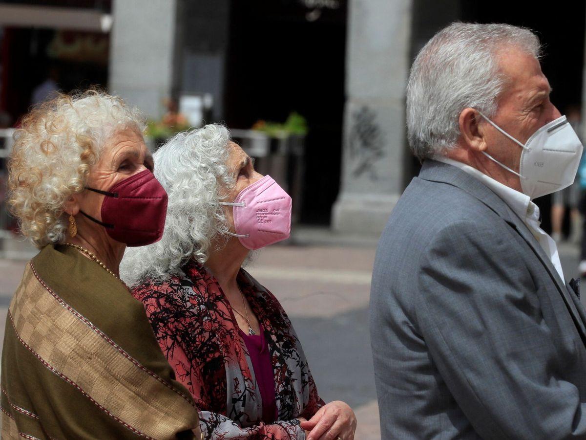 Foto: La mascarilla dejará de ser obligatoria al aire libre el 26 de junio. (EFE)