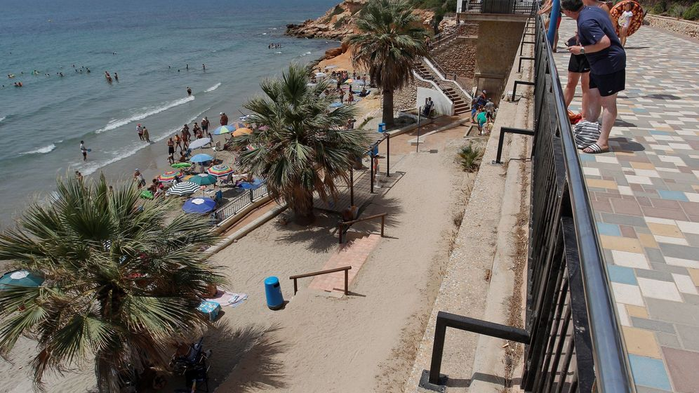 Foto: Detalle de la playa de Orihuela (Alicante)