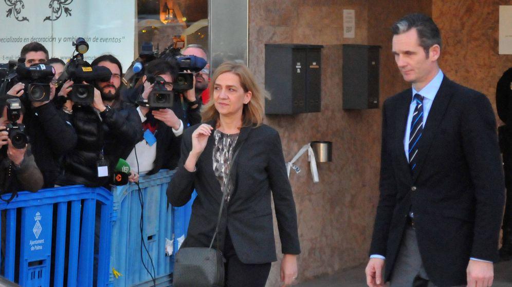 Foto: La infanta Cristina e Iñaki Urdangarin saliendo del juicio por el caso Nóos. (Gtres)